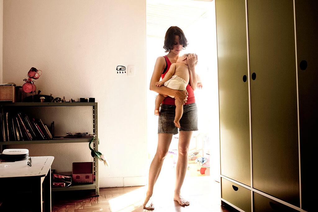 """Bebelușii nu au nevoie de """"dresaj"""", însă mamele au nevoie de ajutor"""