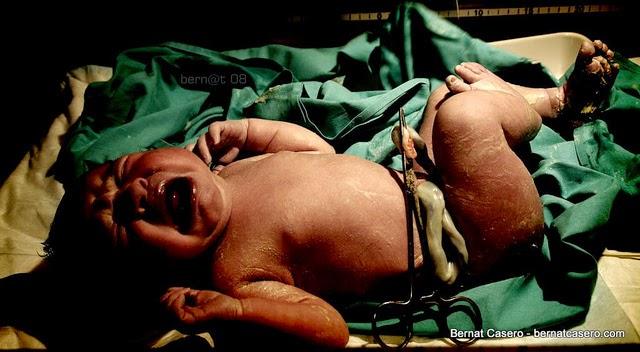 Despre maternitatea din spatele usilor inchise