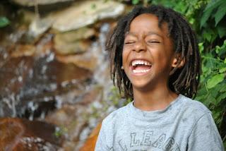 Mitul cariilor de biberon la copilul alăptat. Alăptarea nu predispune la apariția cariilor dentare