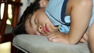 """Despre """"problemele"""" de somn ale copiilor"""