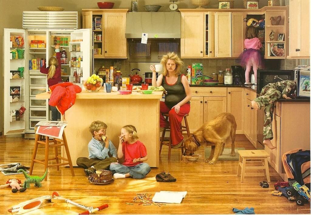 """, Pentru mamele care """"nu fac nimic toată ziua"""". Și pentru partenerii lor"""