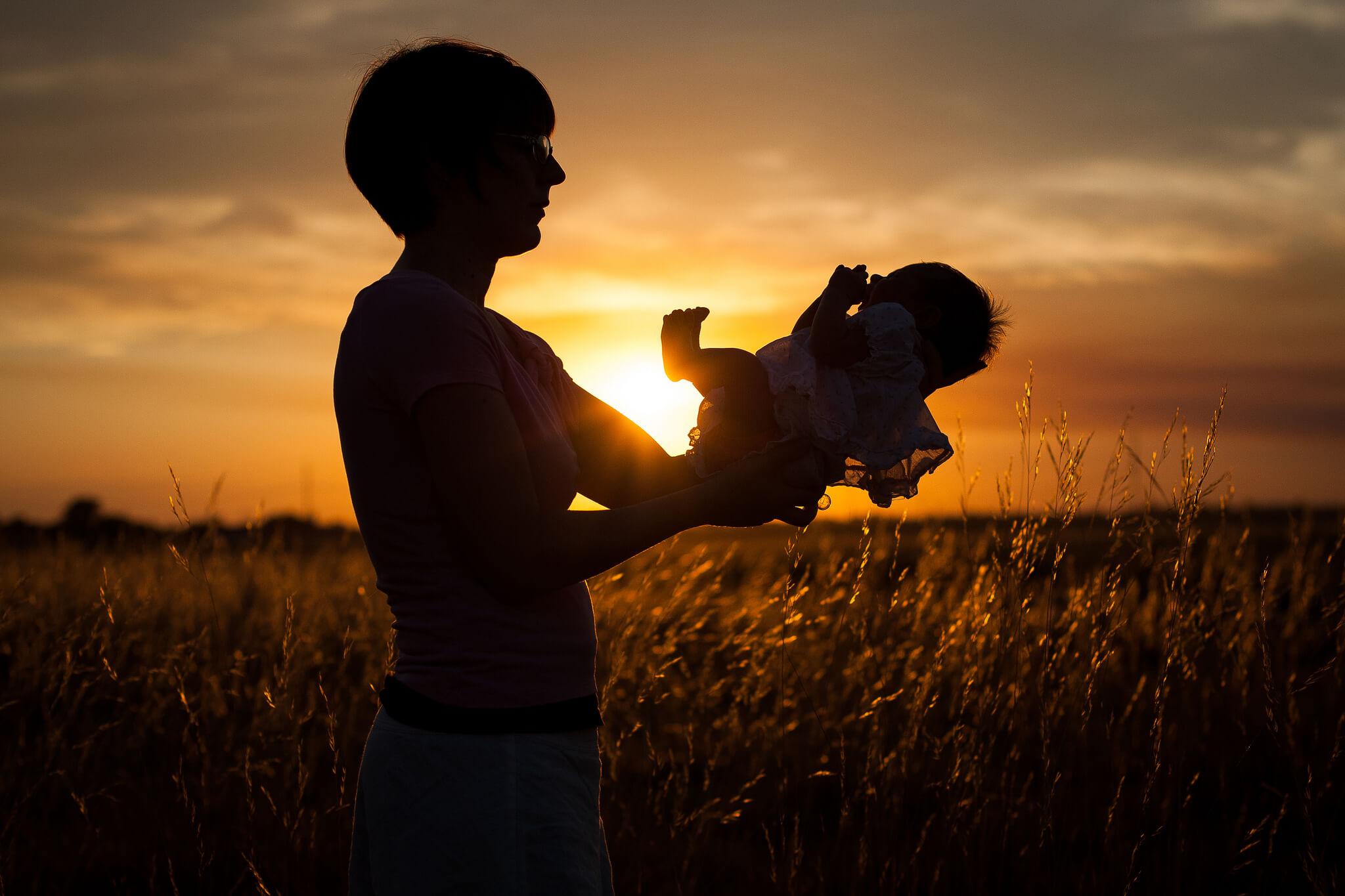 Când ne ținem bebelușii în brațe le modificăm în bine ADN-ul