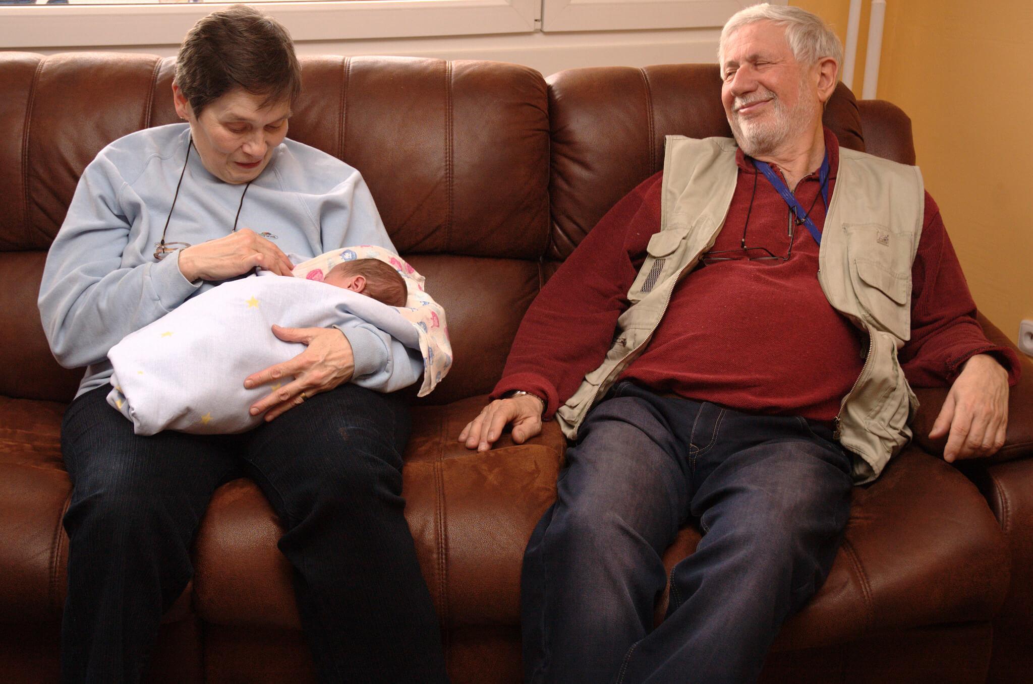 Ce rol au bunicii?