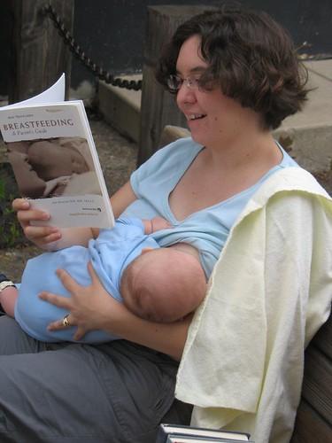 , Dilema sânilor sau de ce ne deranjează atât de mult alăptarea în public